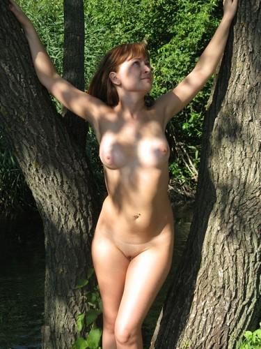 golie-telki-na-prirode